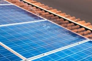 התקנת לוחות סולאריים