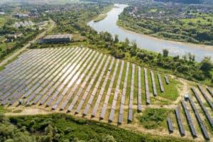 הקמת מערכת סולארית על חממות